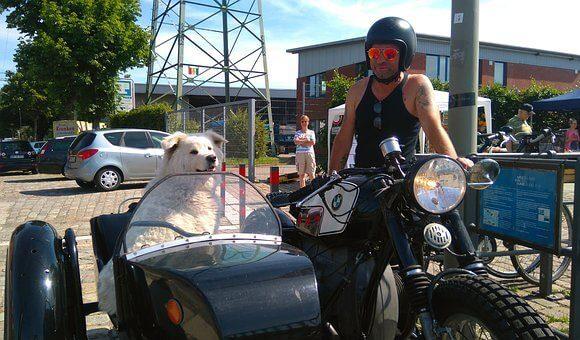 První motocykl s benzínovým pohonem