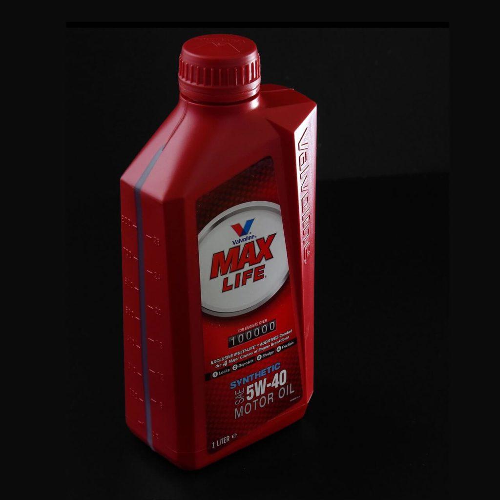 Nádoba s motorovým olejem